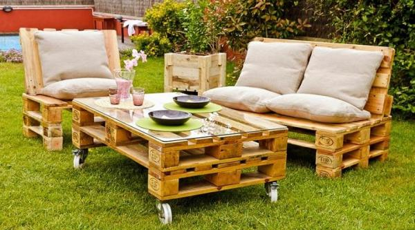 Decorar jardines con materiales reciclados